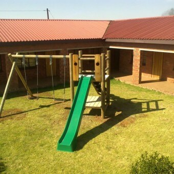 Double lookout Wooden swing set